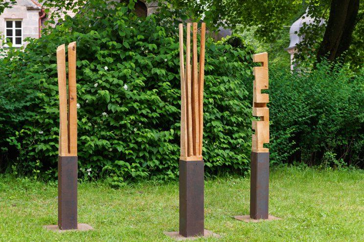 3 Drehwüchse - Kiefer, Metall - je 130 x 15 x 15 cm - 2006/2010 - Ausstellung Schloss Dürrenmungenau