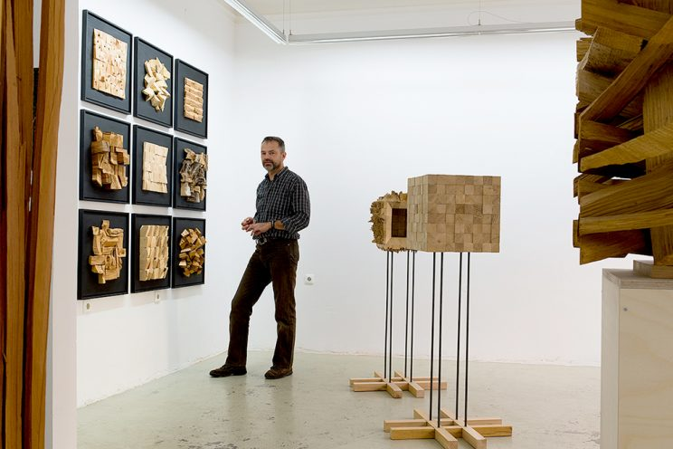 Peter Helmstetter vor Holzlandschaften - Projektraum Hirtengasse, Nürnberg