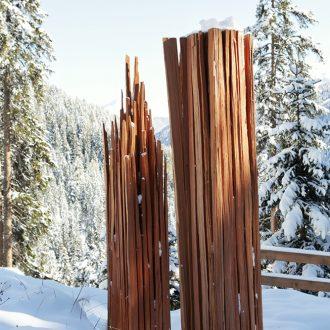 Wegzeichen - Lärche gespalten - 2012 - 2 Stelen je 35 x 35 x 230 cm